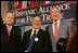 El Presidente George W. Bush se reúne con José Miguel Insulza de Chile, izq., Secretario General de la Organización de Estados Americanos, y Raúl Yzaguirre, centro, el funcionario principal del National Council of La Raza, el jueves, 21 de julio de 2005 después del discurso del Presidente a la Hispanic Alliance for Free Trade en Washington.