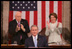 El Presidente George W. Bush recibe aplausos durante su Discurso sobre el Estado de la Nación el martes, 23 de enero de 2007 en el Capitolio de Estados Unidos. También salen en la foto el vicepresidente Dick Cheney y la presidenta de la Cámara de Representantes Nancy Pelosi. Foto por David Bohrer de la Casa Blanca