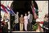 El Presidente George W. Bush y la señora Laura Bush posan el sábado, 10 de marzo de 2007, con el Presidente Tabaré Vázquez de Uruguay y su esposa, la señora María Auxiliadora Delgado de Vázquez en la Estancia Anchorena. El Presidente y la señora Bush pasarán la noche cerca, en Montevideo, antes de continuar viaje a Colombia para la tercera escala de su gira a cinco países de América Latina. Foto de Paul Morse de la Casa Blanca