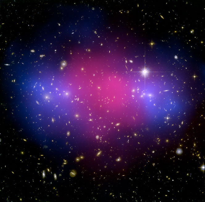 MACSJ0025.41222, a cluster showing a clear separation between dark and ordinary matter.
