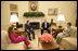 El Presidente George W. Bush y la Sra. Laura Bush se reunen con el Presidente Alejandro Toledo de Peru, y su esposa la Sra. Eliane Karp de Toledo, durante una sesión fotográfica el 11 de julio de 2006 en la Oficina Oval. Foto por Eric Draper de la Casa Blanca.