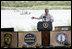 El Presidente George W. Bush pronuncia un discurso sobre la reforma de inmigración desde un estrado de lado del río Grande en la frontera entre Estados Unidos y México el jueves, 3 de agosto de 2006, en Anzalduas County Park and Dam en Mission, Texas. Foto por Eric Draper de la Casa Blanca