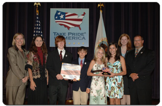 Students on the Wetlands Education Team from West Geauga Middle School in Chesterland, Ohio, received the 2007 Take Pride in America National Award in the school program category. Pictured from left to right, Acting USA Freedom Corps Director Kathy Wills Wright, Interior Deputy Secretary Lynn Scarlett, West Geauga Middle School students, Take Pride in America Director Heather Roebke, and West Geauga Middle School