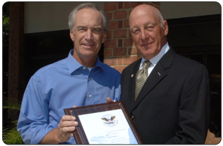 Secretary of the Interior Dirk Kempthorne (left) recognizing John Hort for his volunteer service to Yorktown National Cemetery.