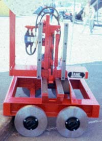 Log carriage knee and dogging devices