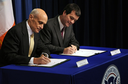 Secretary Chertoff and Irish Minister of Transport Noel Dempsey sign an agreement on Aviation Preclearance on November 17, 2008.
