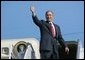 President George W. Bush gives a thumbs up to a crowd of well wishers gathered to see his departure aboard Air Force One at Waco's TSTC Airport in Waco, Texas, Wednesday, Aug. 4, 2004.   White House photo by Eric Draper