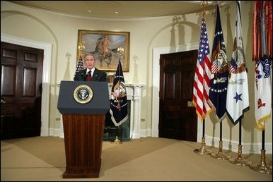 El Presidente George W. Bush pronuncia un discurso radial el sábado, 17 de diciembre de 2005
