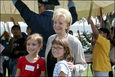 Lynne Cheney poses for photos with children at George Washington's Mount Vernon Estate.