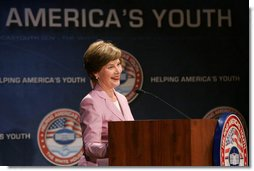 Mrs. Laura Bush delivers remarks at the Helping America's Youth Fourth Regional Conference in St. Paul, Minn., Friday, August 3, 2007.  White House photo by Chris Greenberg