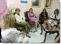 Mrs. Laura Bush participates in an informal discussion Friday, Nov. 21, 2008, during a visit to the National Oncology Institute in Panama City. With her are, from left: Ms. Maria Victoria Gonzalez, breast cancer patient; Mrs. Bush; Mrs. Vivian Fernandez de Torrijos, First Lady of Panama, and Ms. Silka Delgado, breast cancer patient.  White House photo by Joyce N. Boghosian