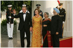 President George W. Bush and Laura Bush welcome India Prime Minister Dr. Manmohan Singh and Mrs. Gursharan Kaur, as they arrive for the official dinner at the White House, Monday, July 18, 2005. White House Photo by Krisanne Johnson