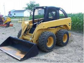 Figura 1: Típico tractor cargador de dirección deslizante