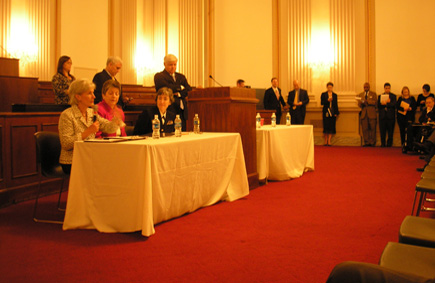 Secretary Sebelius, DHS Secretary Napolitano, and Rear Admiral Schuchat of CDC attend a bipartisan lunch with members of the House of Representatives. Members posed questions about the H1N1 virus and offered their support. (Photo by Ellen Wan)