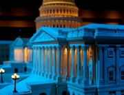 1280px-United_States_Capitol_model_at_Disneyland_(side_view)